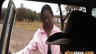 Sexy African whore sucks a hard cock in the back of a car